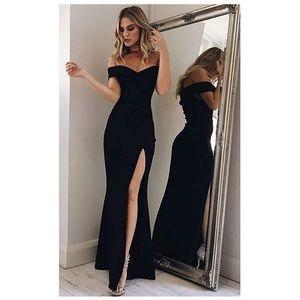 •PRETTYLITTLETHING• Off Shoulder Side Split Dress
